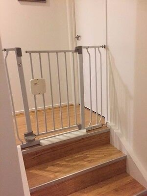 Baby or pet safety gates