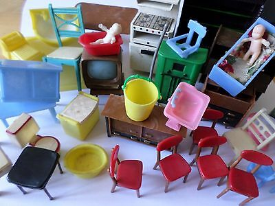 Assorted size/scale vintage doll house furniture bathroom living room nursery