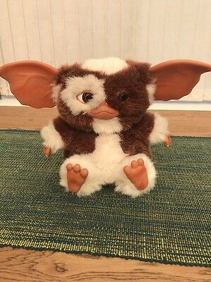 "Gizmo Plush Gremlin Toy - Neca Deluxe Famous 7"" Moving Singing Edition"