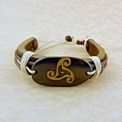 Adjustable Unisex Leather bracelet with Celtic Triskele
