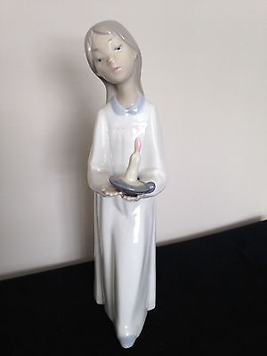 "Lladro Girl with Candle ""Presidents Club 92"" ceramic figurine ""Daisa"""