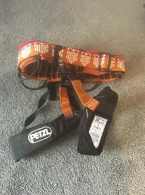 PETZL climbing Harness Size XS . Excellent Condition.