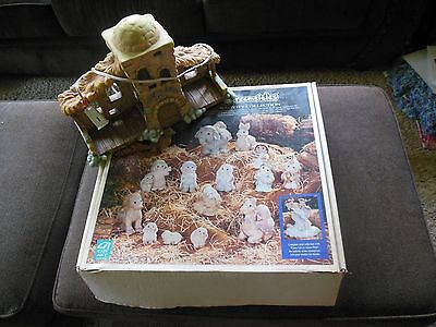 Dreamsicles Nativity Set (1996) in box with Bethlethem Inn Creche
