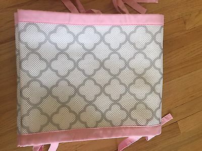 BreathableBaby Classic Breathable White/Pink Clover Mesh Crib Liner