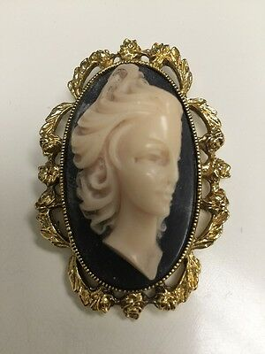 Vintage Large 3D Incolay Carved Cameo Pin Brooch / Pendant~Beautiful!
