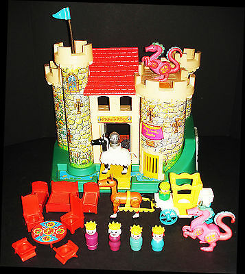 VINTAGE FISHER PRICE 1st ISSUE PLAY FAMILY CASTLE PLAYSET #993 COMPLETE &  NICE!
