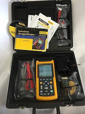 Fluke Scopemeter 124, Probes, case, Charger, PC Data Lead, Manual, Cursors, 2 Ch