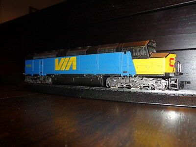 (V4-A*) Cn Via Rail Ho Scale  Lima  Ho Via Train