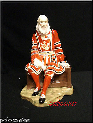 ROYAL DOULTON The Yeoman of the Guard HN2122 - Retired 1959