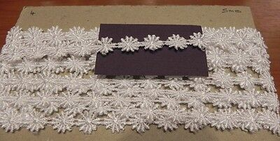 Card of Beautiful New Guipure Lace - White Daisies 4