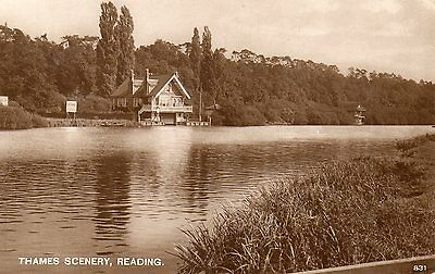 OLD POSTCARD 1930's - READING - RIVER THAMES - BERKSHIRE