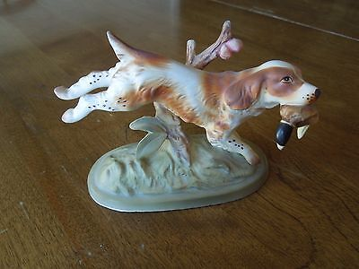 Vintage Springer Spaniel ceramic figurine w/ duck in mouth