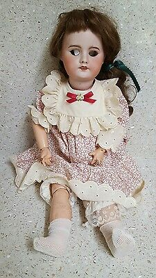 ANTIQUE FRENCH DOLL, OVER 100 YEARS OLD. 50cm IN HEIGHT.
