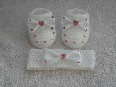 ❤ HAND KNITTED BABY GIRLS white/pink booties and headband set. Newborn