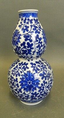 Chinese blue and white porcelain double gourd vase With Seal Mark To Base