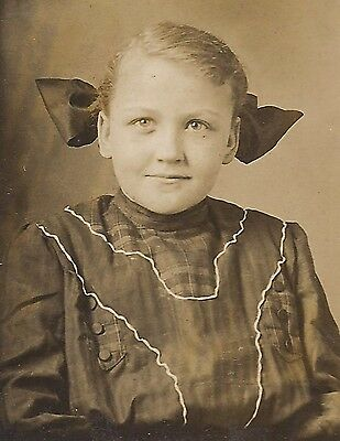OLD VINTAGE ANTIQUE SMALL CABINET CARD PHOTO of YOUNG GIRL w/ HAIR RIBBONS