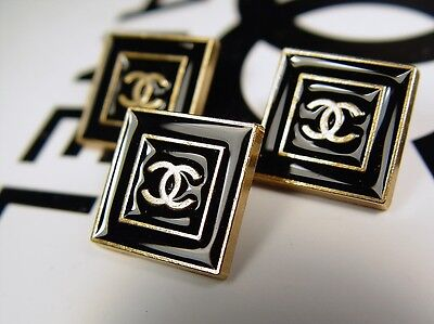 Chanel Button black/gold authentic (price for 1 button)