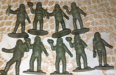 """Set of 9 Toy Space Men Astronauts Gray Plastic  2"""" Tall"""