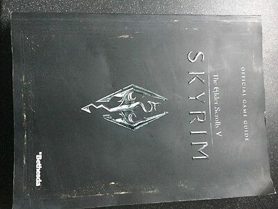 The Elder Scrolls V SKYRIM - offical game guide and map excellent condition