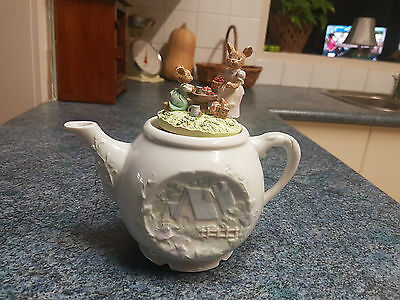 "ENESCO Decorative Musical Mice Teapot - ""It's A Small World"""