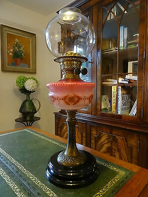 BEAUTIFUL 19thc VICTORIAN CERAMIC & BRASS TWIN BURNING OIL LAMP - TABLE DESK