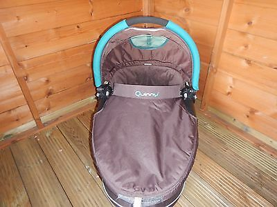 Quinny Dreami Carrycot in Racoon Brown