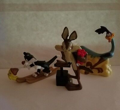 LOT Looney Tunes Sylvester Tweety Christmas Ornament  Wylie Coyote Road Runner