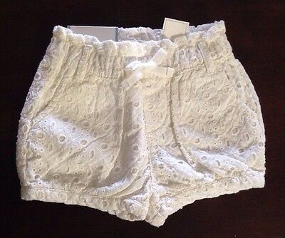 Baby Gap  Baby Girl 12-18 Months Comfortable White Super Cute Shorts NWT