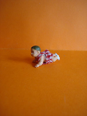 VINTAGE DOLLS HOUSE - 1970s LUNDBY CRAWLING BABY DOLL - MINT CONDITION
