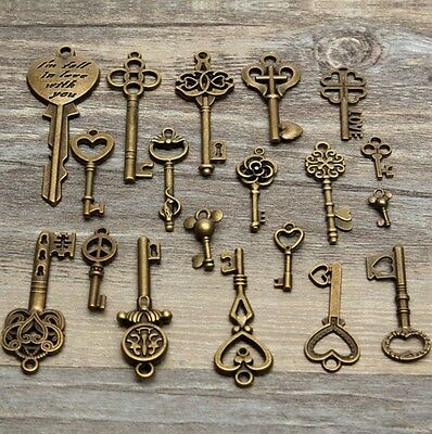 Lot of 19 Skeleton Keys Antique Bronze Vintage Old Look Wedding Decor Santa USA