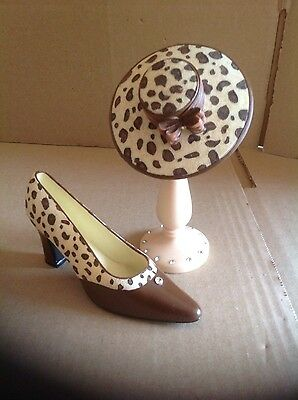 .collectable miniture shoe/hat and stand