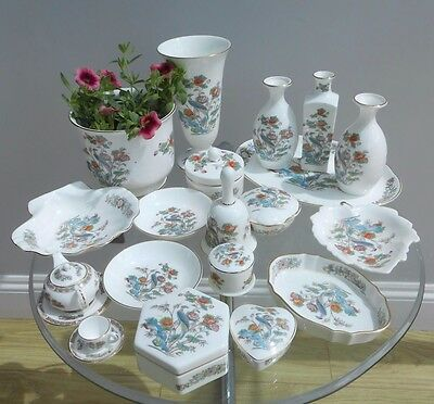Wedgwood 'Kutani Crane' items (19 pieces approx) Vases/Trinket Boxes some boxed
