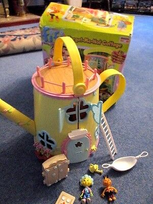FIFI AND THE FLOWER TOTS House Figures And Furniture(sold For Spares )