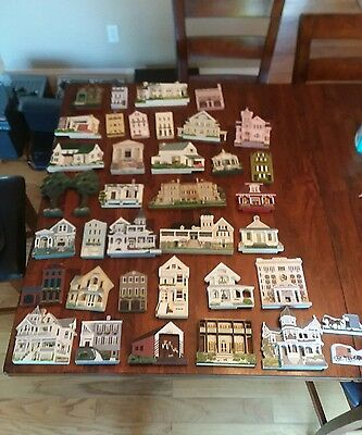 Shelia's Collectibles wooden homes 1990's