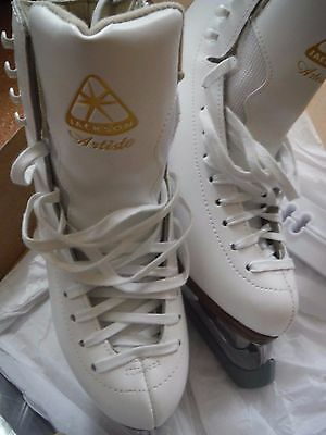 New Ice Skates Ladies size 6.5 Jackson Artiste