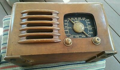 Vintage Zenith AM Radio, Model 6D525