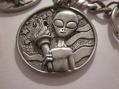 """Roswell Coin Key Chain """"1"""" Pewter 1947 Ufo Alien Area 51 Souvenir"""