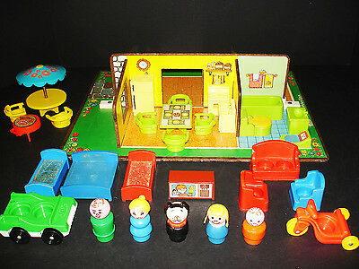 Very Rare Vintage Fisher-Price Play Family Play Rooms House Nice!