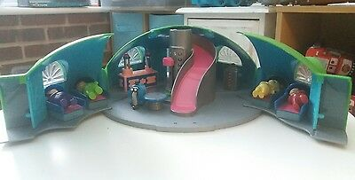 Original 1996 Teletubbies Dome House complete with all accessories Golden Bear