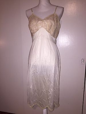 Vintage Women's Vanity Fair Ivory Slip With Lace Trim SIze 36