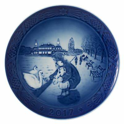 Royal Copenhagen 1021105 Christmas Plate 2017 By the Lake