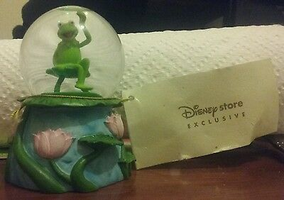 KERMIT the FROG SNOWGLOBE DISNEY Store EXCLUSIVE with Tag SNOW GLOBE The MUPPETS