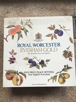 NEW IN BOX Evesham Gold Royal Worcester 5 Piece Fine China