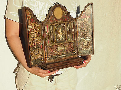 ANCIENT WOOD RELIQUARY 18 th WITH CRYSTAL ? WITH +20 RELICS BONES,WAX MEDALLION