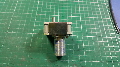 3 X DC 28V GEAR BOX MOTOR SPEED REDUCTION GEARBOX , MILITARY PART 83 RPM @ 20v