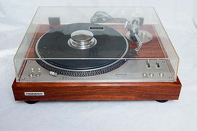 Vintage turntable Pioneer PL-530 Full Auto Direct Drive record player.