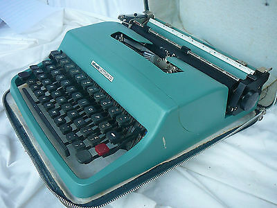 Vintage Retro Portable OLIVETTI  LETTERA 32 Manual TYPEWRITER