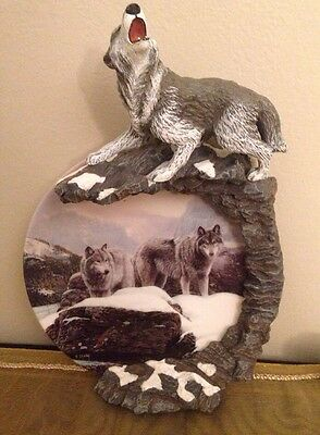 Figural WOLF Surround Plate Arctic Watch Songs Of The Summit Bradford Exchange