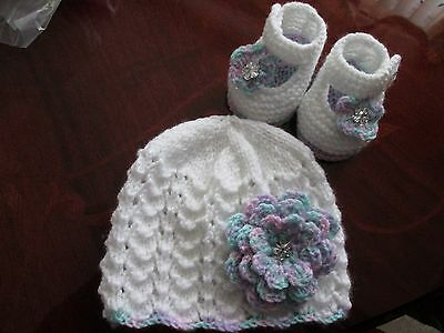 beautiful baby girls hand knitted lacy whte/multi hat and shoes 0-3 months