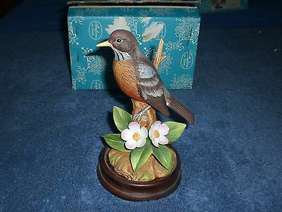 Andrea By Sadek AMERICAN ROBIN Porcelain Figurine With Wooden Base #9386